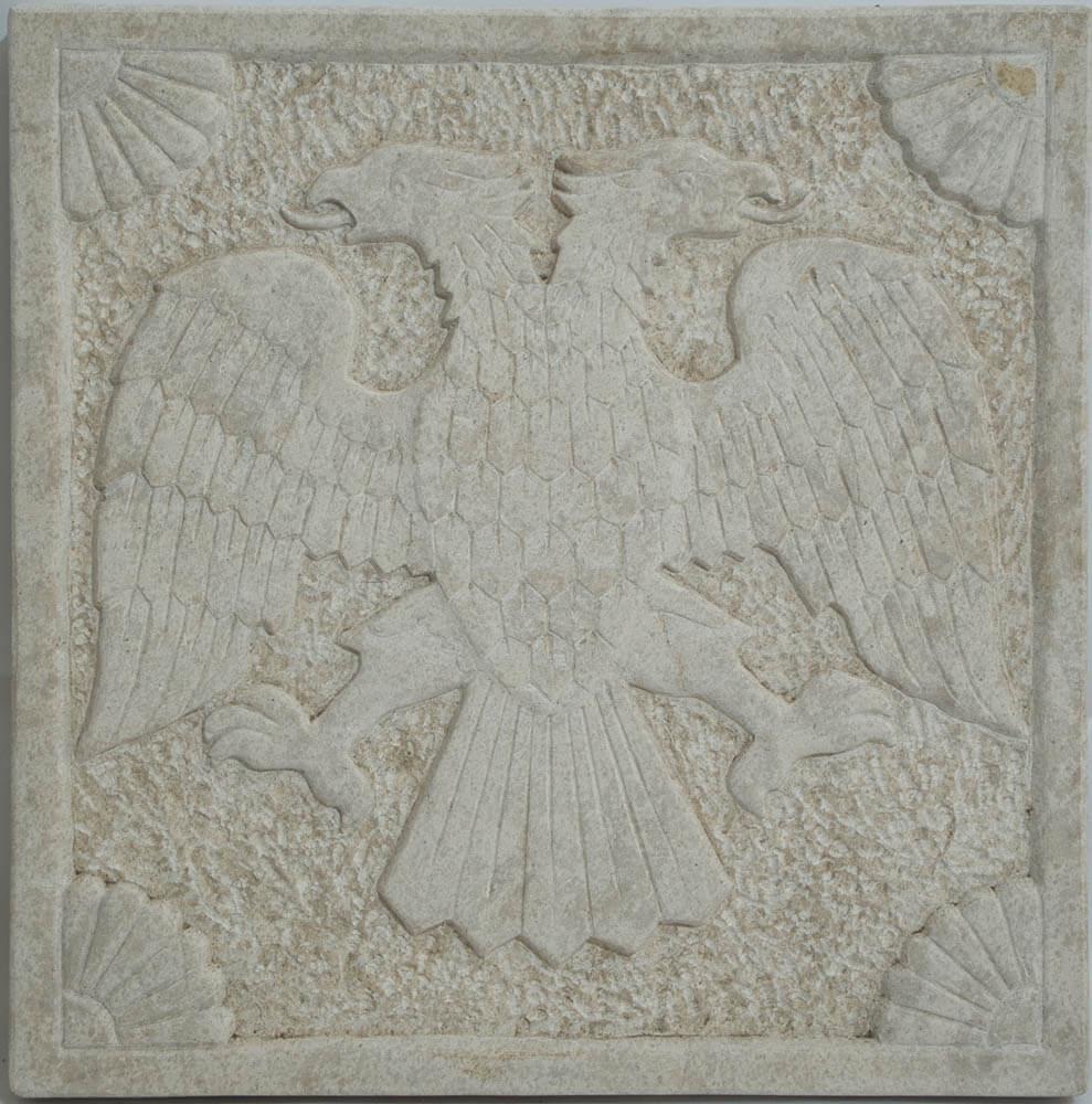σκαλιστό μάρμαρο με δικέφαλο αετό