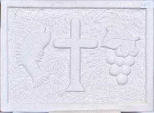 σκαλιστό μάρμαρο με σταυρό, ψάρι και σταφύλια