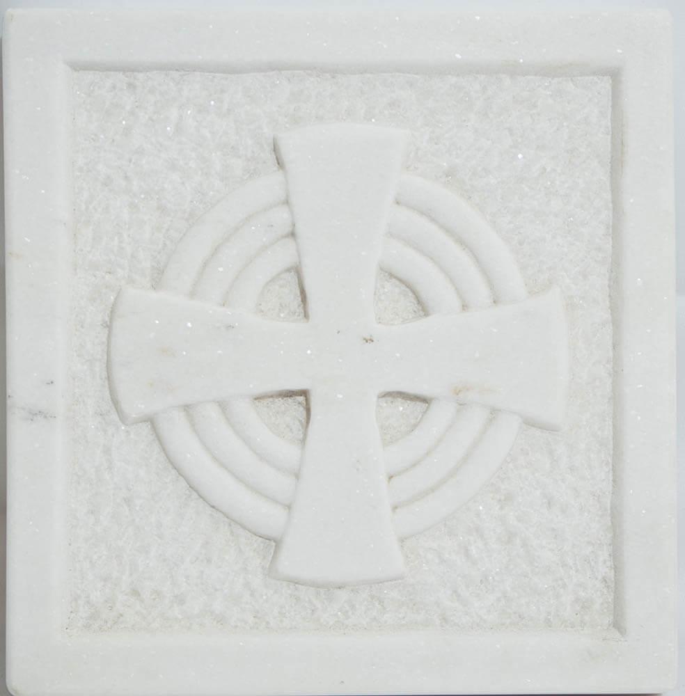 σκαλιστό μάρμαρο με σταυρό